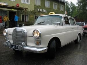 Taksimersu matkustajakoti Kalevan edessä